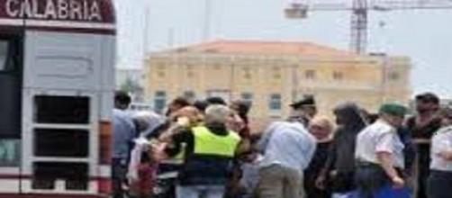 Sbarco di migranti al porto di Reggio Calabria