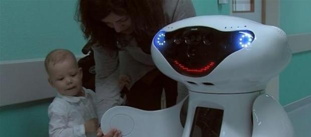 Gasparzinho é o robô que brinca com as crianças