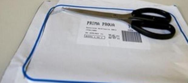 Il plico contenente le tracce degli esami.