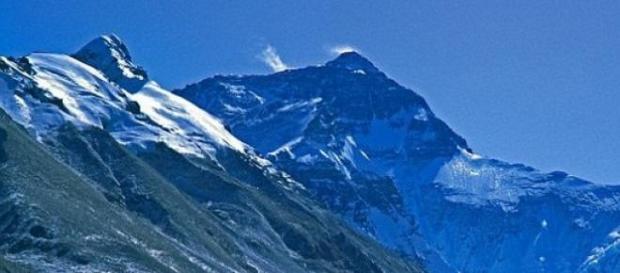 Muntele Everest s-a deplasat in urma cutremurului