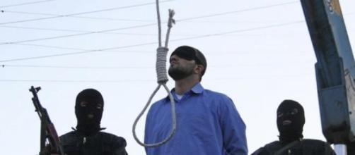 Attimi che precedono un'impiccagione in Iran