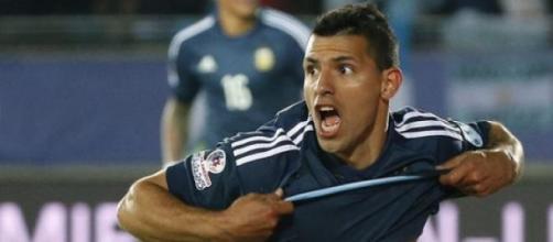 Sergio Agüero festejando el gol contra Uruguay.
