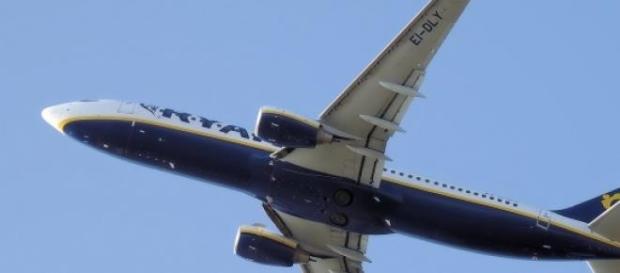 Donna muore in aereo: soccorsi dopo 20 minuti