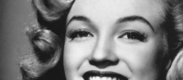 La actriz usaba implantes y dentadura.