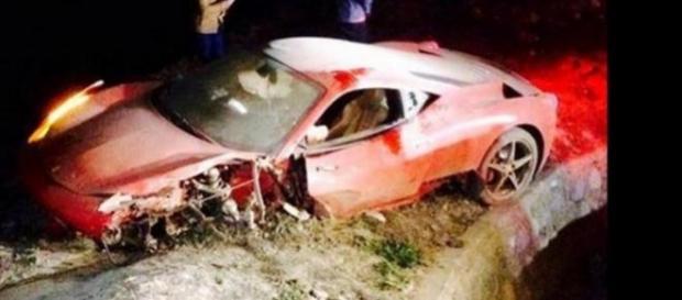 La Ferrari di Arturo Vidal dopo l'incidente