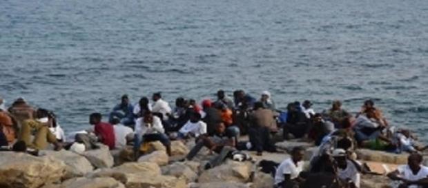 profughi che sperano di superare i confini