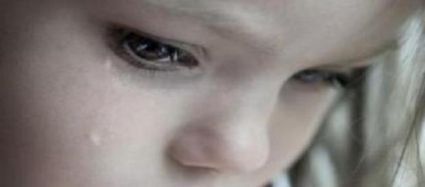 Un bărbat şi-a abuzat fetiţa de 10 ani