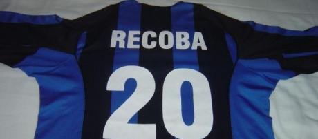 Alvaro Recoba si ritira dal calcio.