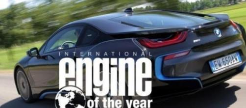 Il motore ibrido di BMW i8 vince l'IEY 2015