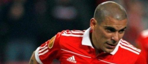 Maxi Pereira assinou pelo FC Porto.