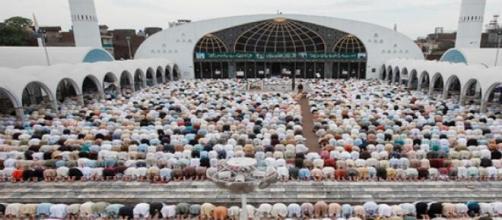 Olhe, respeite e reze junto, no mês do ramadã