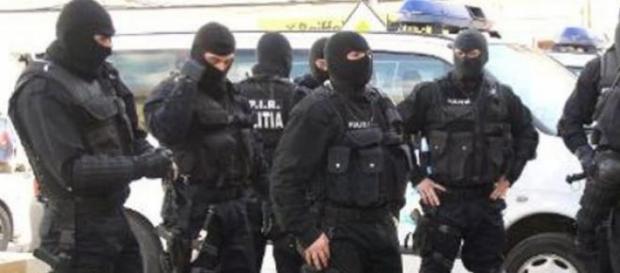 Ofiteri DIICOT si politisti de la Crima Organizata