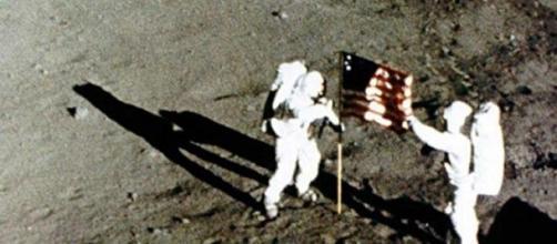 Armstrong e Buzz durante l'allunaggio