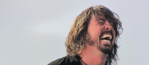 Dave Grohl recibirá un yeso firmado por sus fans