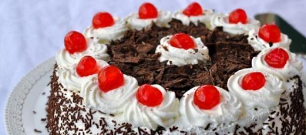 Cheesecake foresta nera al cioccolato e amarene.