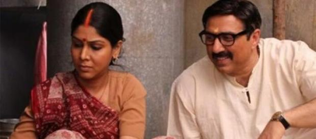 Sunny Deol and Sakshi Tanwar in Mohalla Assi