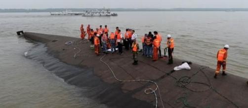 China boat capsized in Yangtze River