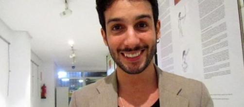 Jonas Berami, fa discutere abbraccio con Giulia