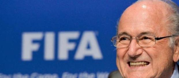 Blatter dimite, no le querían en el cargo