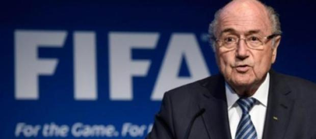 Blatter renuncia à presidência da FIFA