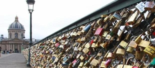 """Paris is going to remove the """"love locks"""""""