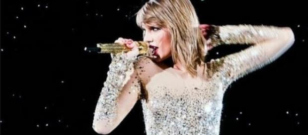 Taylor Swifts Freundinnen hintergehen sie.