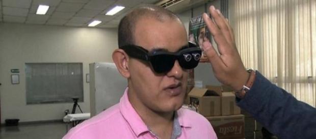 Os óculos inteligentes, para deficientes visuais