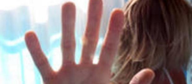 Româncă sechestrată 30 de ore, bătută şi violată