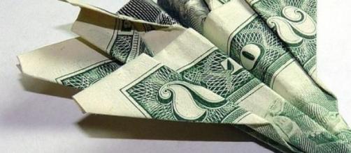 El dólar fluye en el aire cambiario