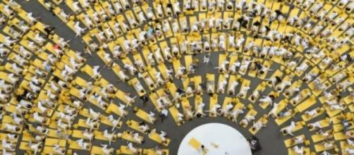 Práctica masiva de yoga en Nueva Delhi