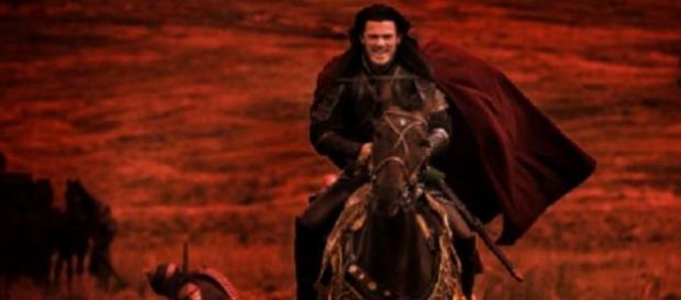 O ator Luke Evans interpretando o Conde Drácula