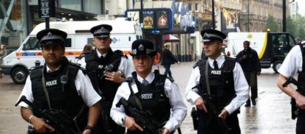 Politia Londoneză asaltată de atacuri  pedofile