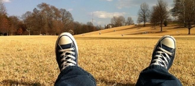 Damos la bienvenida al verano, una época del año que llega cargada con altas expectativas personales de descanso y felicidad: ¿Aumenta el deseo de ser feliz durante la época estival?