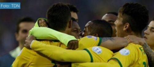 Brasil vence dos por uno a Venezuela