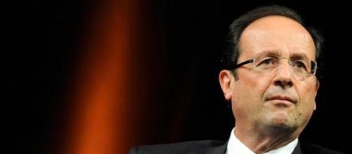 Hollande non concede nulla sui migranti