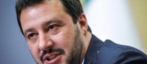 Immigrazione, Salvini contro Renzi.