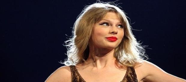 As críticas da cantora mudaram a decisão da Apple.