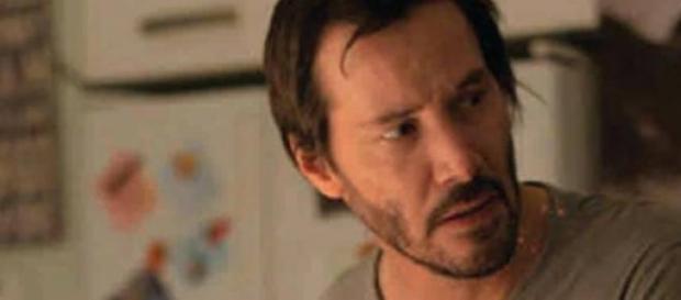 Keanu Reeves interpetando a Evan Webber