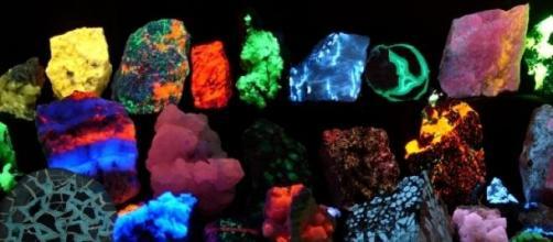 Diversos minerales fluorescentes
