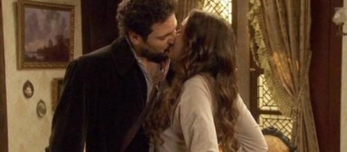 Il bacio tra Conrado e Aurora.