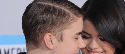 Justin Bieber continua apaixonado.