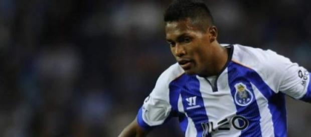 Alex Sandro ainda não renovou e preocupa FC Porto