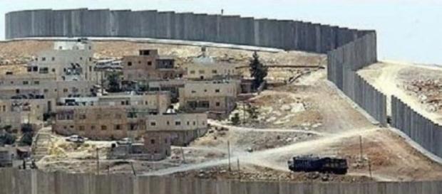 Un muro separa le parti a Gaza