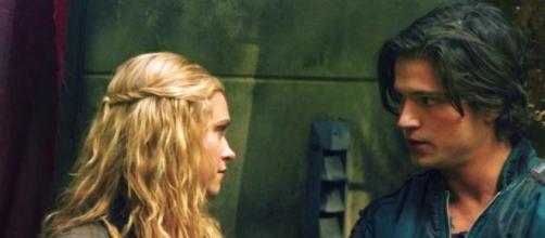 Come finirà la storia d'amore fra Clarke e Finn?