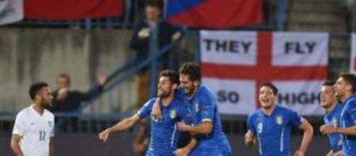 Benassi esulta per il terzo gol dell'Italia