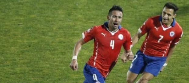 Com gol de Isla, Chile vence Uruguai
