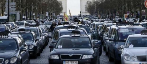 La  grève des taxis se poursuit à Paris