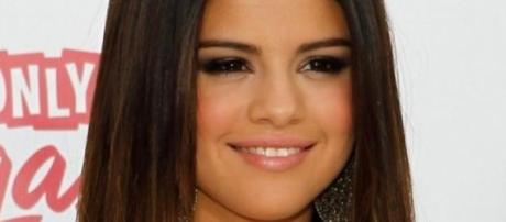 Selena Gomez lançou o seu single.