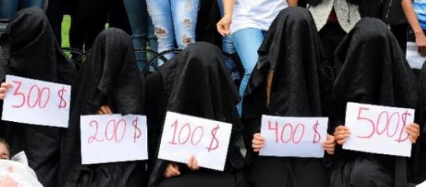 42 de femei vandute ca la targ