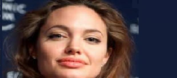 Angelina Jolie se muestra con su hija
